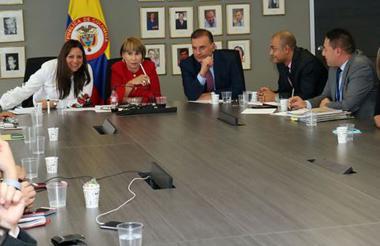 En la mesa de concertación se evaluarán varios temas en materia laboral, en donde también estaría la propuesta del incremento extraordinario del salario mínimo propuesto por el senador Álvaro Uribe, entre otros.