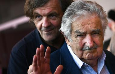 Emir Kusturica y el expresidente José Mujica a su ingreso en la sala grande del Palacio del Cine, en Venecia, donde fue presentado fuera de competición el documental 'El Pepe, una vida suprema'.