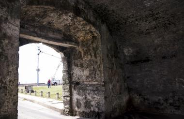 Así luce la parte interior de un sector de la muralla de la capital de Bolívar.