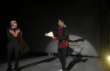 Antes de la proyección del primer filme se presentó un 'performance' que recordaba el clásico 'Nosferatu'.