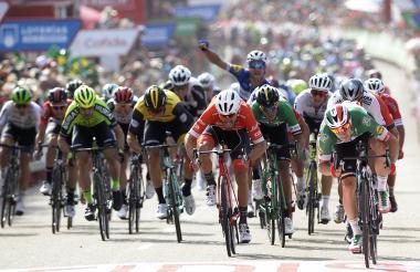 El ciclista barranquillero Nelson Soto (en el centro) hizo parte del esprint final y terminó en cuarto lugar.