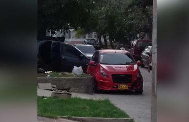 Los vecinos dicen que les ha tocado dejar el andén y tomar la calle.