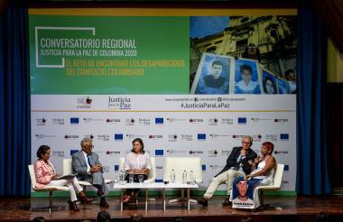 (De izquierda a derecha) Luz Marina Monzón, Carlos Valdés, Gloria Castrillón, Christoph Harnisch y Rosario Arroyo.