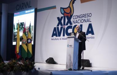 Presidente de directiva de Fenavi, Luis F. Montoya