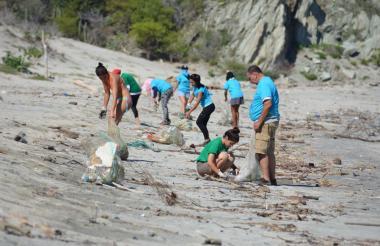 Algunos voluntarios en limpiezas pasadas.