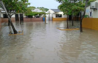 Colegio inundado.