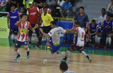 Acción del juego entre Independiente Barranquilla y Alianza Platanera.