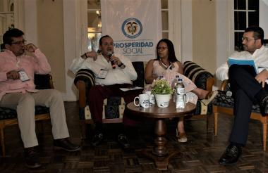 De izquierda a derecha: Jair Vega, el fiscal Mario Gómez, la directora regional de Medicina Legal, María Isabel Smith y el director regional de Prosperidad Social, Luis Ernesto Tapia.