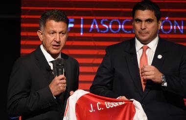 Juan Carlos Osorio durante su presentación como entrenador de Paraguay.