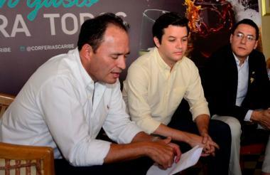 Sergio Rivera, Juan Esteban Pérez y el sommelier Óscar Santos, durante la rueda de prensa.