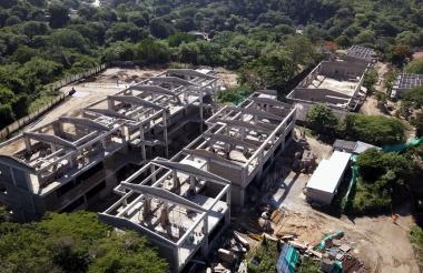 Panorámica aérea de lo que será el nuevo megacolegio del municipio, que avanza en un 85%.