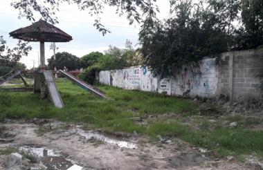 Solitario y lleno de maleza se encuentra el Ecoparque de Sabanagrande.