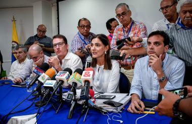 René Puche, Ángela Orozco y Alfredo Varela durante la reunión de ayer.
