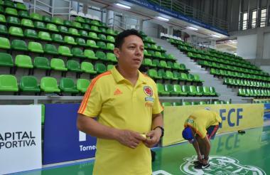 El entrenador barranquillero Roberto 'Tico' Bruno en el Coliseo Sugar Baby Rojas.