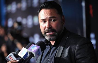 El exboxeador Óscar De la Hoya estudia la posibilidad de incursionar en la política de Estados Unidos.