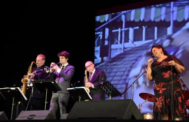 La banda New York Round Midnight se subió al escenario de la Uniatlántico a las 8 de la noche.