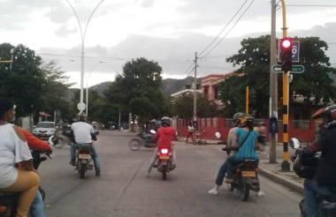 Mototaxistas por el centro de Santa Marta.