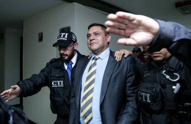 El general (e) Humberto Guatibonza a su ingreso a la audiencia de legalización de captura este jueves.
