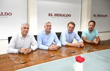 De izquierda a derecha: Francisco y Parmenio Castellanos, presidente y director ejecutivo de Global Soccer Colombia; Francisco Javier Catalán, presidente del Levante, y Miguel Saverola, director de Global Soccer Group de España.