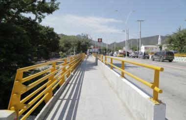 Puente vehicular sobre el río Manzanares.