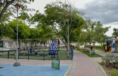 Aspecto del parque Modelo cubierto de árboles, ubicado entre las calles 56 y 52 con carreras 65 y 66.