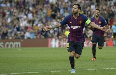 Lionel Messi festeja uno de los tres tantos que le marcó al PSV.
