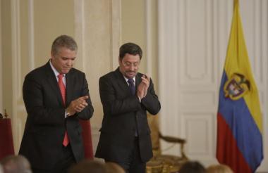 Iván Duque, presidente de Colombia, y el nuevo embajador de Colombia en EEUU, Francisco Santos.
