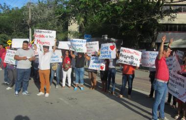 Con pancartas, mujeres y hombres dejaron en claro que no están de acuerdo con la violencia física y verbal en contra de su género.