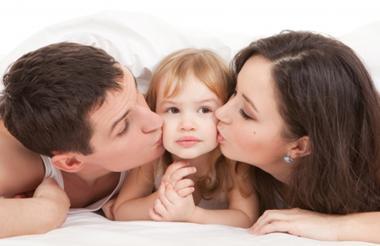 Actualmente la custodia queda en cabeza de la mamá del hijo y el papá tiene una regulación de visitas.