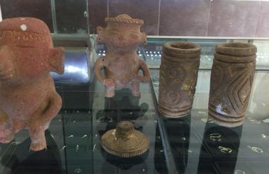Figuras antropomorfas, pintaderas y un volante de huso, piezas recuperadas por la Policía de Turismo y el Maua.