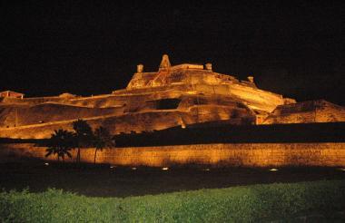 Vista nocturna del Castillo de San Felipe de Barajas.