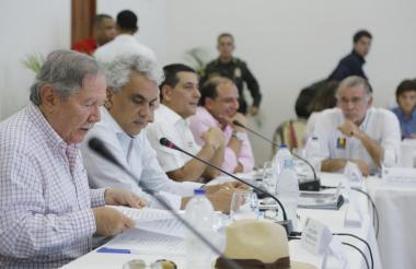 El ministro de Defensa, Guillermo Botero, interviene en la cumbre de seguridad realizada ayer en Mompox.