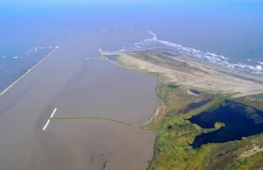 El canal de acceso perdió 1,5 metros de profundidad.