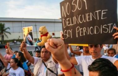 Periodistas salieron a las calles para protestar por los homicidios de sus colegas.