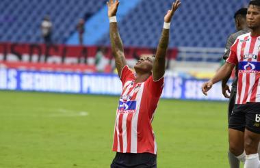 Yony González celebra el segundo gol.