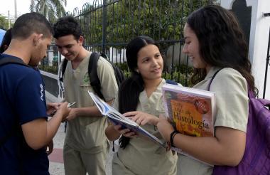 El 57,15% de los graduados del Atlántico ejercen sus carreras en otras regiones del país, según Mineducación.