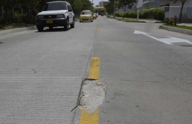 Un hueco en la mitad de la vía, a la altura de la calle 104, hace parte del panorama sobre la carrera 55.