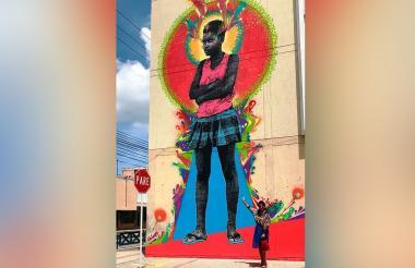 El mural mide 12 metros de altura.