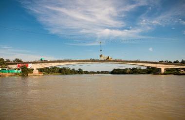 La estructura que pasa por encima del río Sinú y comunica a Valencia con Tierralta, en el departamento de Córdoba, tiene 240 metros de longitud.
