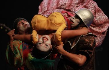 Escenas de la adaptación de la obra.