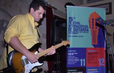 Eduardo Jasbon Fadul, guitarrista en el lanzamiento del Festival de Guitarras.