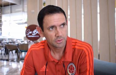 El DT Arturo Reyes en la concentración de la sub-20.