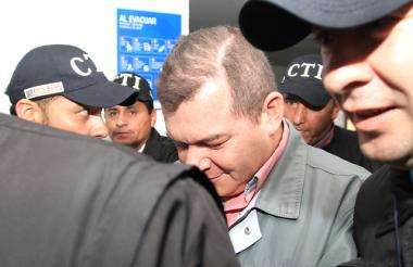 Legalización de captura e imputación de cargos a mayor Luis Perdomo Director de la cárcel de la Picota.