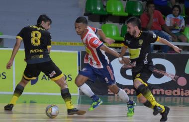 Acción del encuentro entre Independiente Barranquilla-Leones.