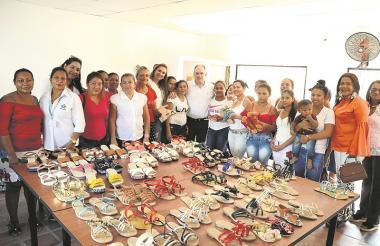 Con el curso de calzado y marroquinería fortalecieron sus habilidades en confección y diseño.