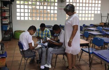Estudiantes del colegio Máximo Mercado.