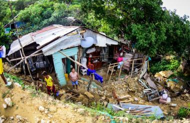 Los residentes en Villa Rosario, en Puerto Colombia, se encuentran en alerta ante la actual ola invernal.