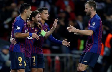 Messi celebrando con sus compañeros el segundo gol anotado.