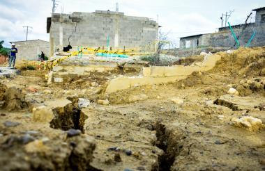 Dos viviendas presentaron los daños y fueron demolidas. Serán construidas en otra manzana del proyecto.