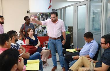 Dagoberto Barraza, secretario de Educación, durante la reunión sobre el PAE.
